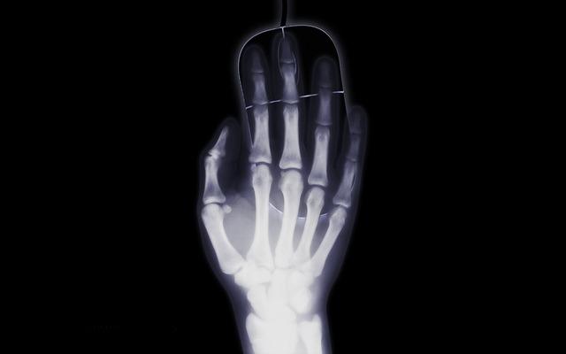 hand-1366938_640